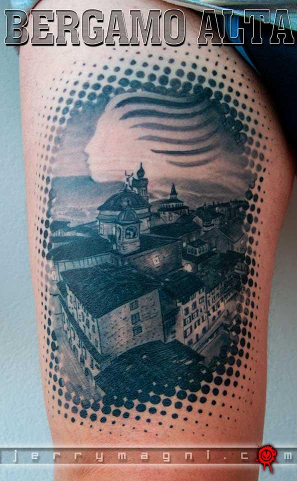 tatuaggio Atalanta in bianco e nero, Bergamo alta e logo Atalanta realizzato su cosica da Jerry Magni miglior tatuatore Bergamo, Milano, Brescia, Varese, Lecco, Como