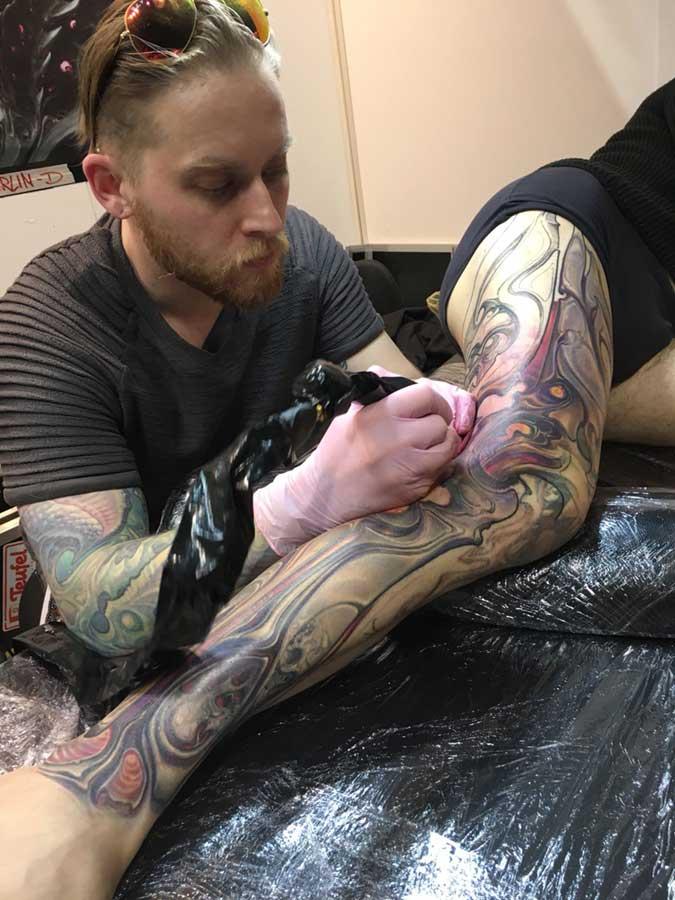 Markus Lenhard tattooing Jerry Magni