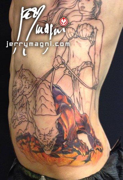 prima seduta Tatuaggio a colori su fianco, Persefone e cerbero, prima seduta. Jerry Magni. Bergamo